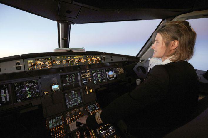 مساعدة الطيار لشرطة الطيران آير Ùرانس الÙرنسية على متن طائرة آيروباص Ø£320