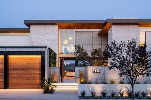 small resolution of modern newport beach home balances concrete wood and steel elements builder magazine design awards award winners competitions custom homes