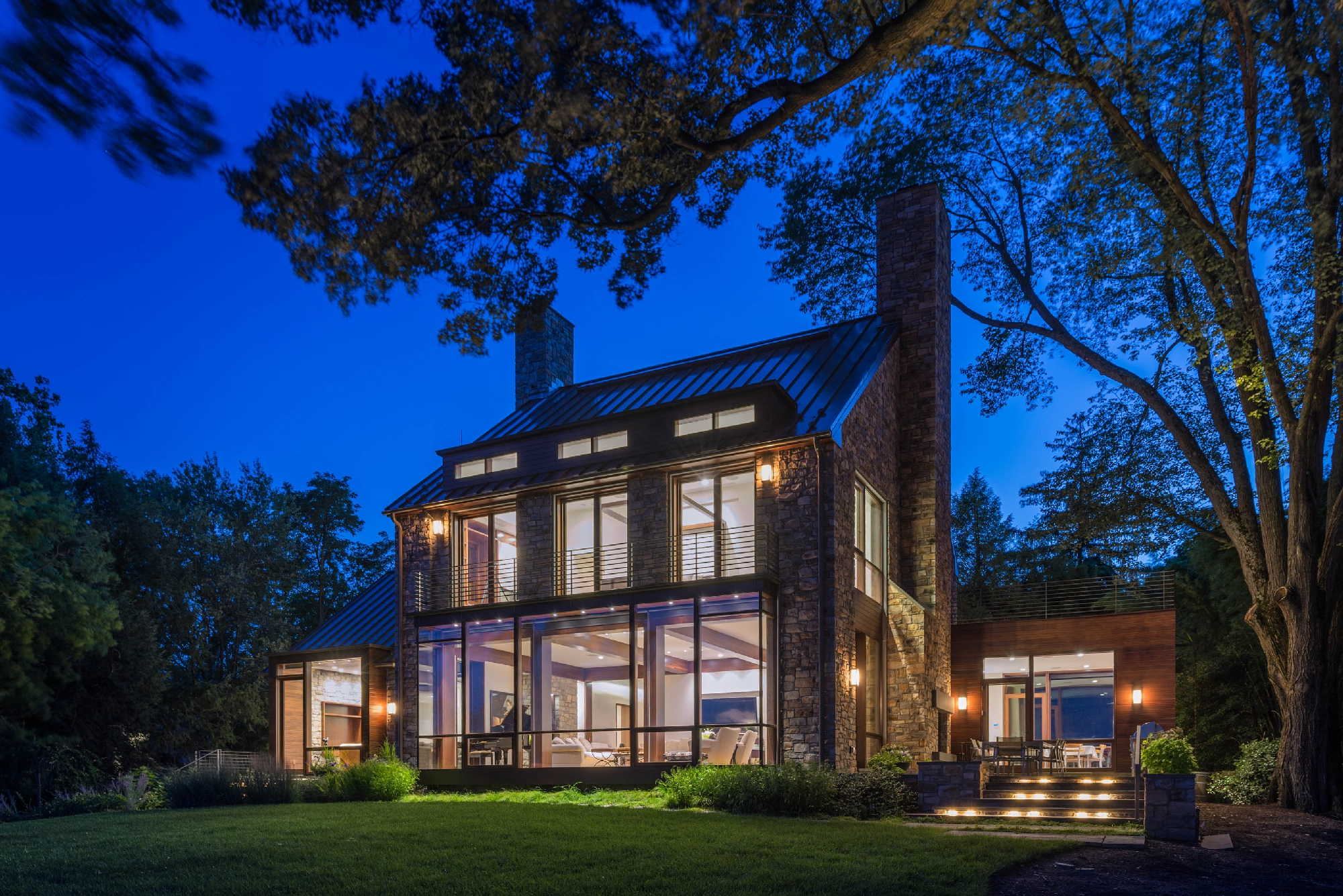 Modern Farmhouse Marries the Best of Old and New