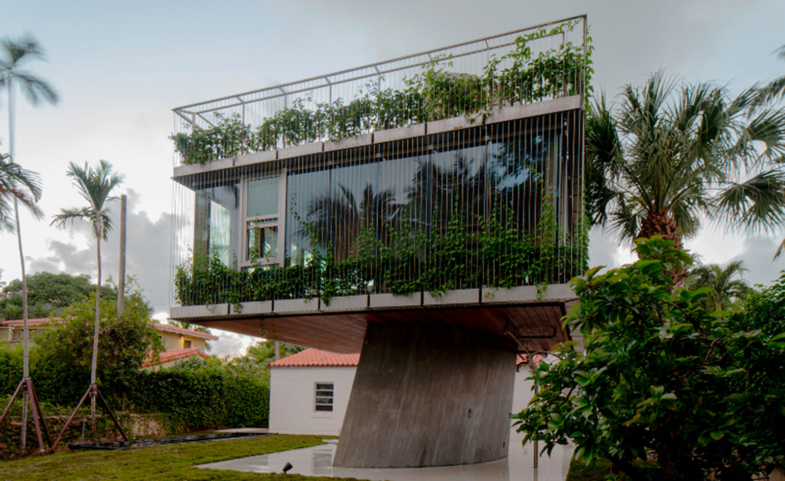 Miami Tree House Home Traces the Path of the Sun