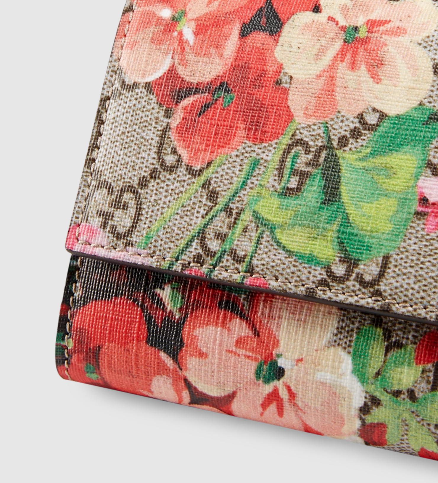 0bfd21dd56cbf8 Gucci Gg Blooms Pouch In Multicolor GG Supreme Canvas Blooms Lyst