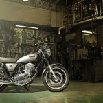 2015-Yamaha-SR400-EU-Matt-Grey-Static-001