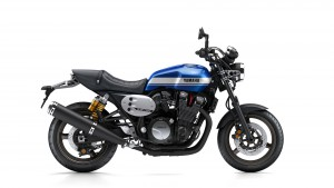 2015-Yamaha-XJR1300-EU-Power-Blue-Studio-002