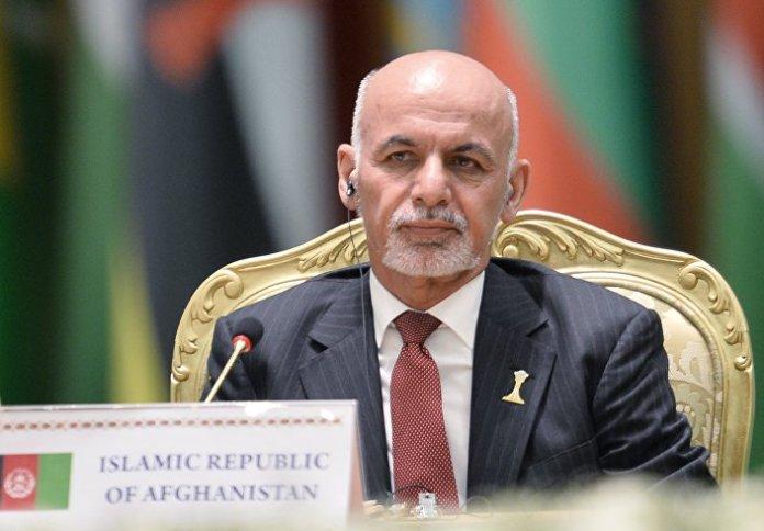O presidente do Afeganistão durante a conferência internacional sobre a paz e a neutralidade em Asgabate, em 12 de dezembro