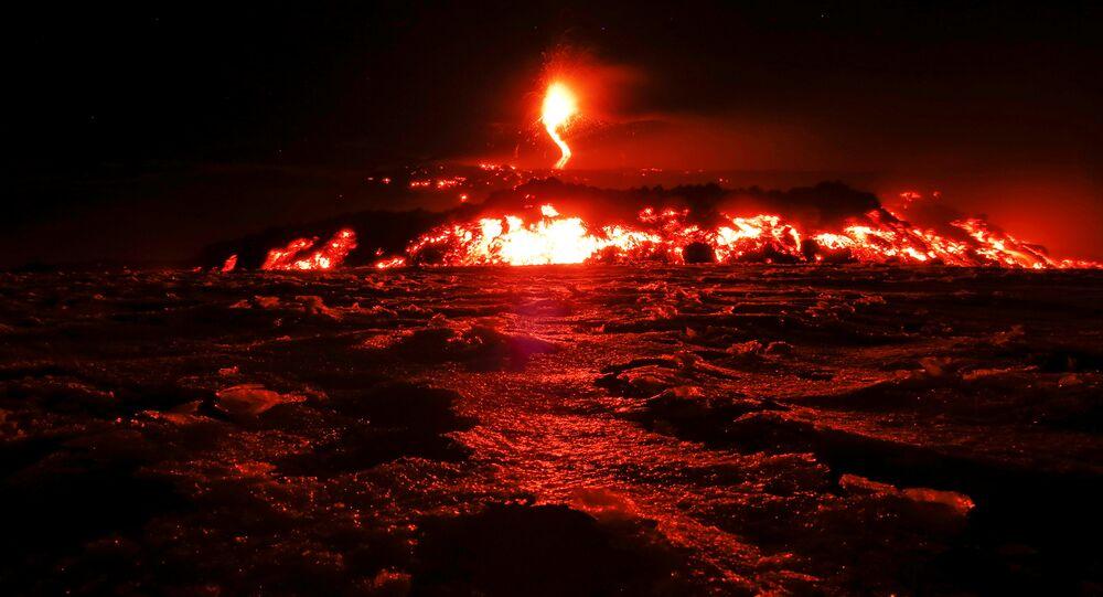 Arredores de goma, mas população teme nova erupção de vulcão no congo. Maior Vulcao Da Europa Entra Em Erupcao Criando Espetaculo De Fogos De Artificio Fotos Video Sputnik Brasil