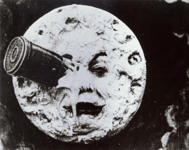 A Lua poderia estar espionando a Terra? A suspeita é antiga, como mostra a cena do filme clássico Le Voyage Dans La Lune (1902)