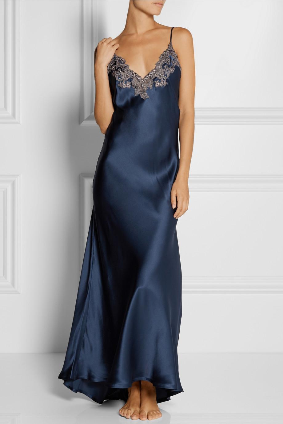 La perla Maison LaceTrimmed SilkBlend Satin Nightdress