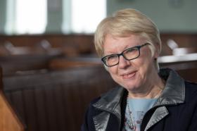 Gill Dascombe, que vive en el norte de Inglaterra, es un predicador laico de la Iglesia Metodista en Gran Bretaña y ex vicepresidente de la Conferencia Metodista.  Foto de Mike DuBose, UMNS.