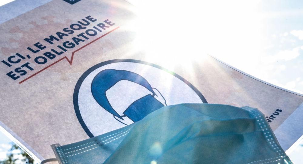 De «ça ne sert à rien» à «obligatoire»: le revirement du gouvernerment sur le port du masque provoque un tollé