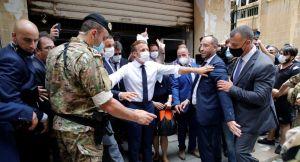 «C'est ton fils, le Liban»: Macron interpellé par un secouriste lors de la visite à Beyrouth – vidéo