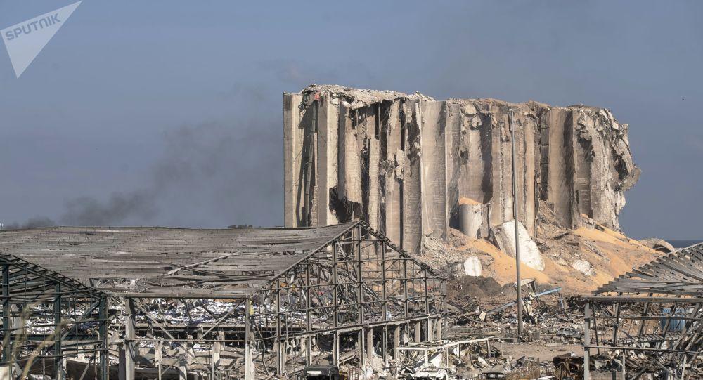 Le Président Aoun évoque l'hypothèse d'un «missile» ou d'une «bombe» dans la double explosion à Beyrouth