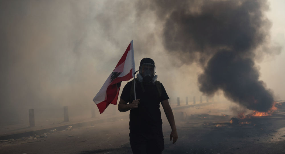 Incendie près du parlement durant la manifestation à Beyrouth qui mobilise plusieurs milliers de personnes - vidéos