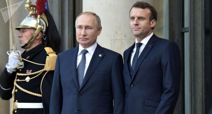 Le Monde dévoile de nouveaux détails sur l'échange Poutine-Macron au sujet de Navalny