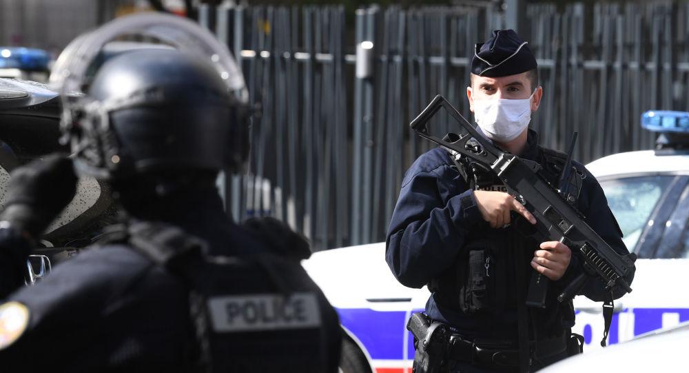 Attaque à Paris: le second suspect libéré, une nouvelle personne placée en garde à vue