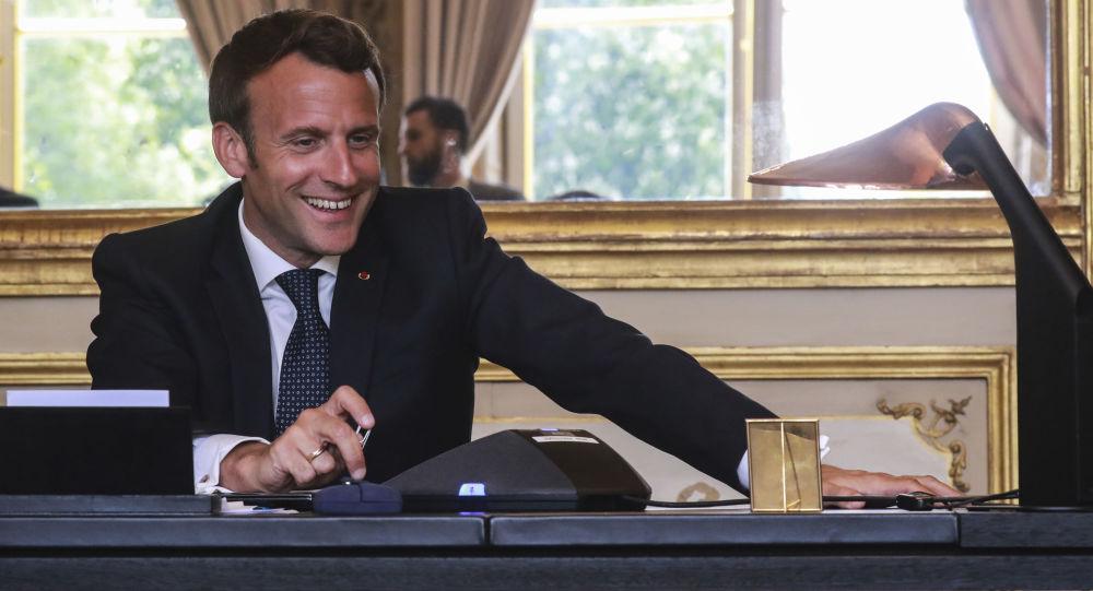 «Comme il a un peu de mal à s'adresser au peuple, il s'adresse à moi», Bigard revient sur l'appel de Macron – vidéo