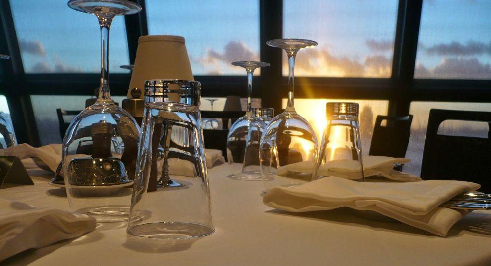 Un restaurant néerlandais a la solution pour manger en respectant la distanciation sociale – vidéo