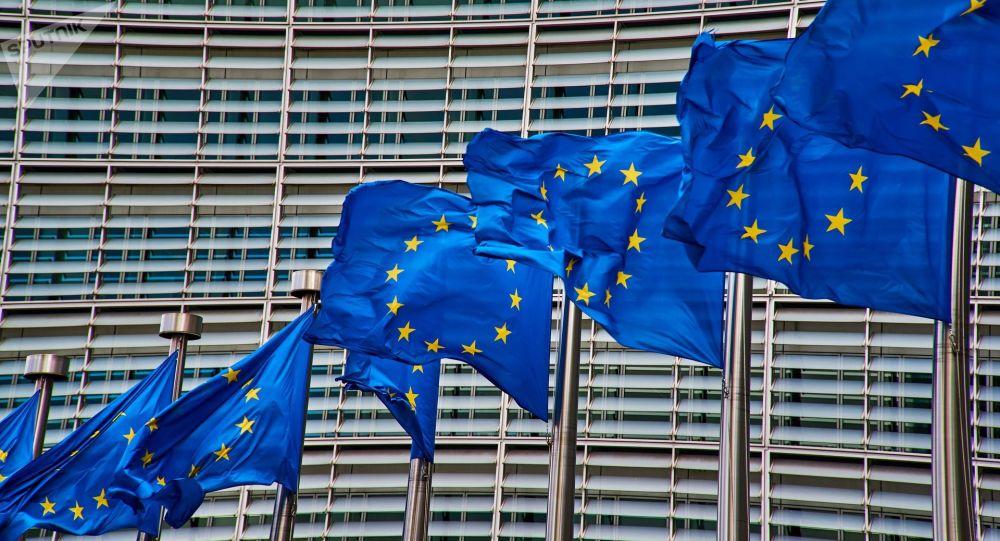 «Folie furieuse de Macron», «idéologie des eurodingos»: bientôt un impôt européen?