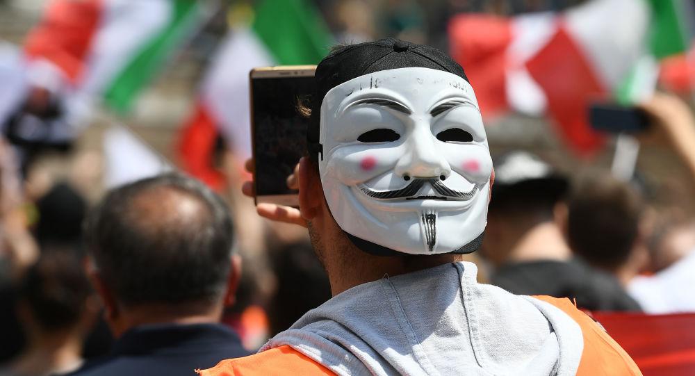 «Nous voulons la révolution en Italie»: après les Gilets jaunes, les Gilets orange