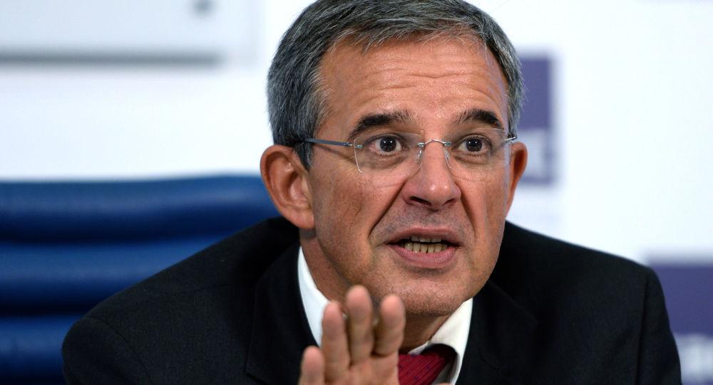 Un député européen: «l'Europe est plus préoccupée de sauver l'économie que de sauver la santé des gens»