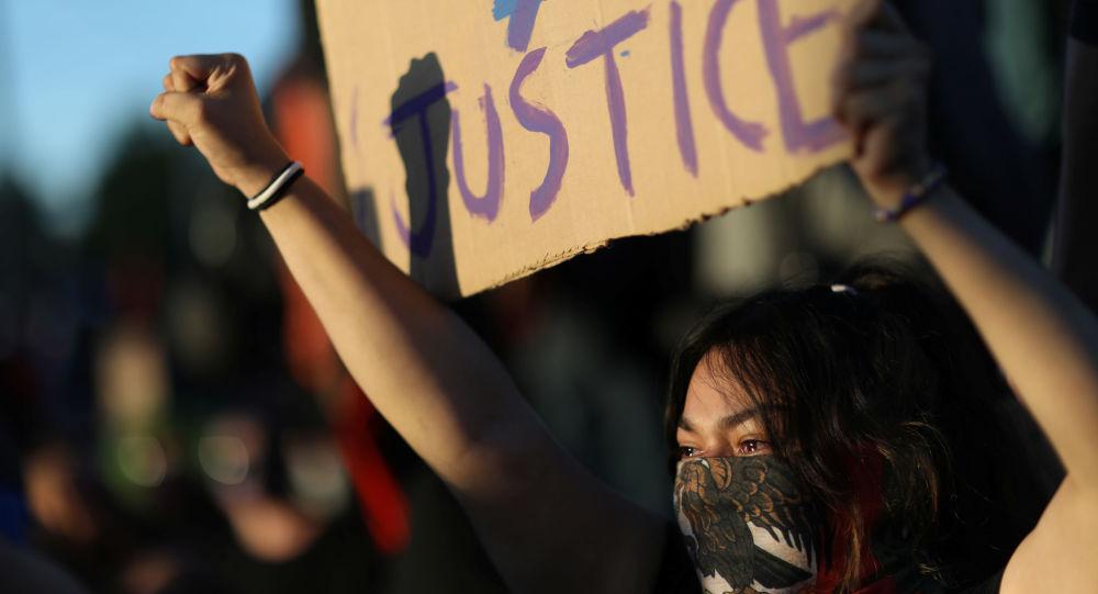 Hommage à George Floyd: 1.500 manifestants et des heurts à Rouen - images