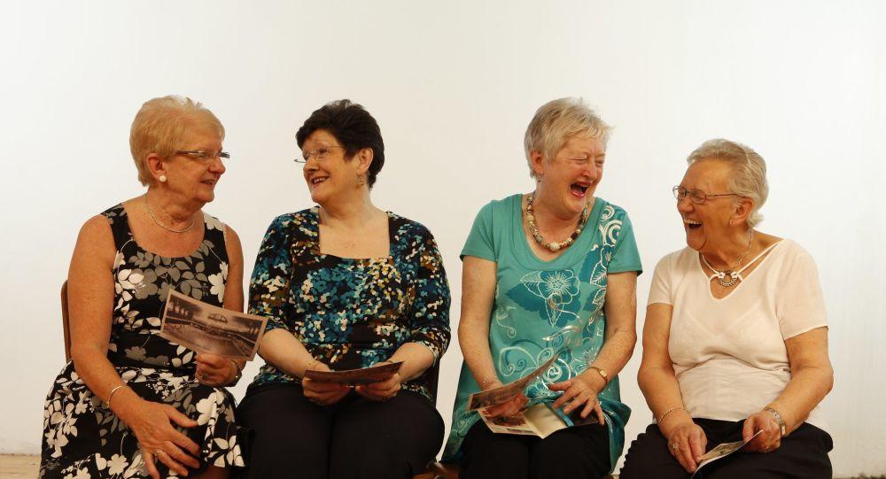 Vieillir en bonne santé est lié au rire, selon une étude