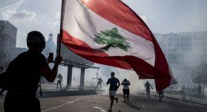 Les protestataires à Beyrouth forcent les portes de deux ministères