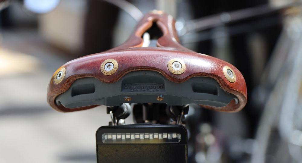 Un chauffard fuit un contrôle routier à Paris et tue un cycliste en le percutant