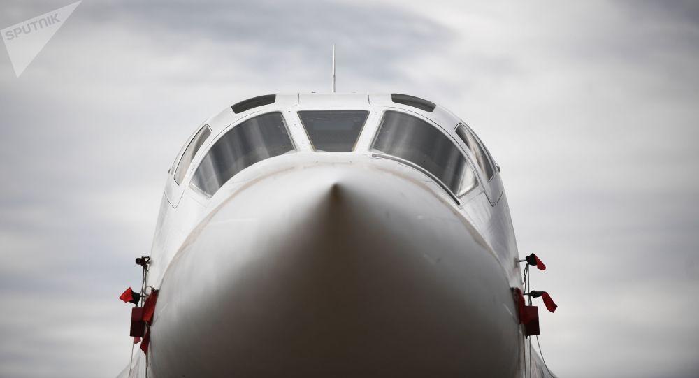 Des Tu-160 russes survolent la mer Baltique, escortés par des chasseurs danois et allemands