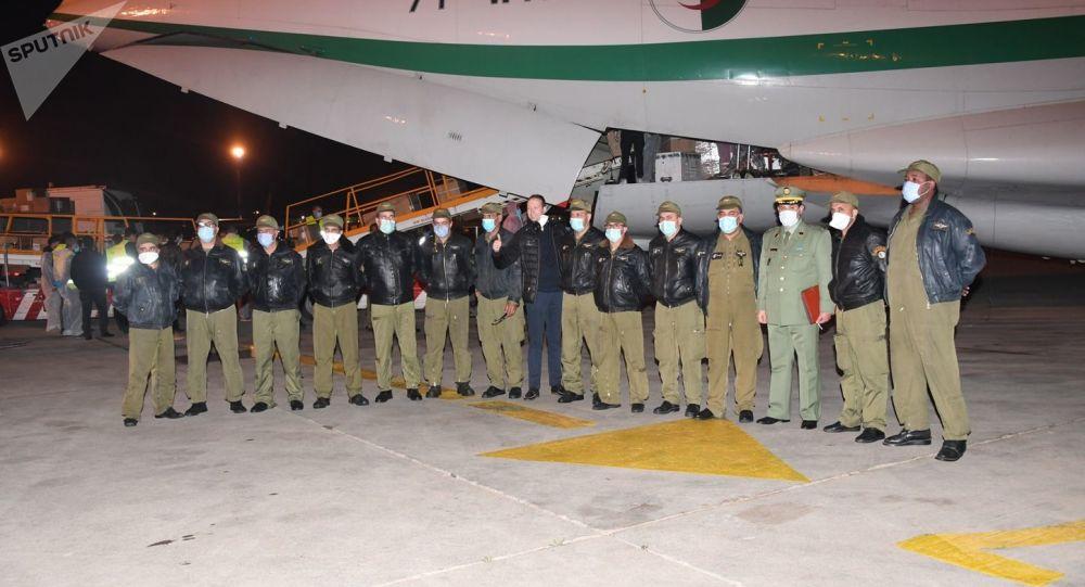 L'Algérie envoie via son armée de l'air une aide alimentaire de 31 tonnes aux réfugiés sahraouis - photos