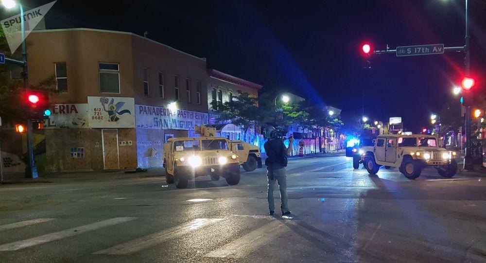 Des journalistes gazés par la police de Minneapolis alors qu'ils ont présenté leur carte de presse – vidéo