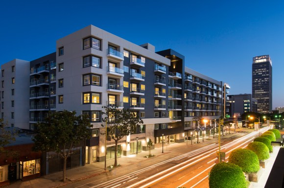 Welcome To Olympic By Windsor Luxury Apartment Homes Available At 936 S Olive St Los
