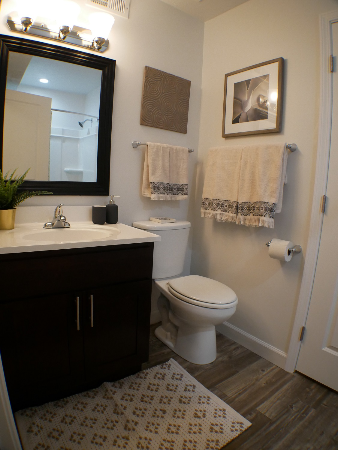 Photos and Video of Galbraith Pointe Apartments in