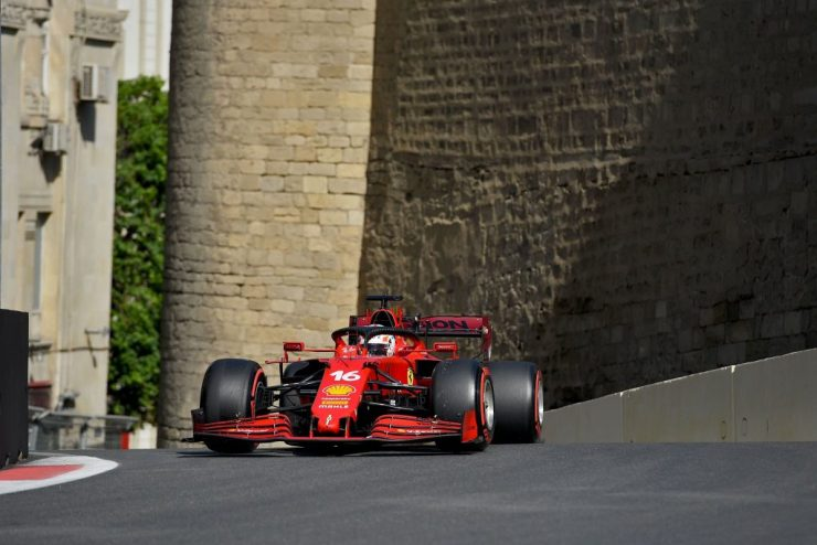 Fora (por enquanto) da briga pelo título, Leclerc marcou a segunda pole seguida (Crédito: Twitter / @ScuderiaFerrari)