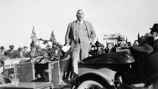 King speaking during the federal election campaign of 1926. he went on to defeat Meighen's Conservatives and win a minority government.