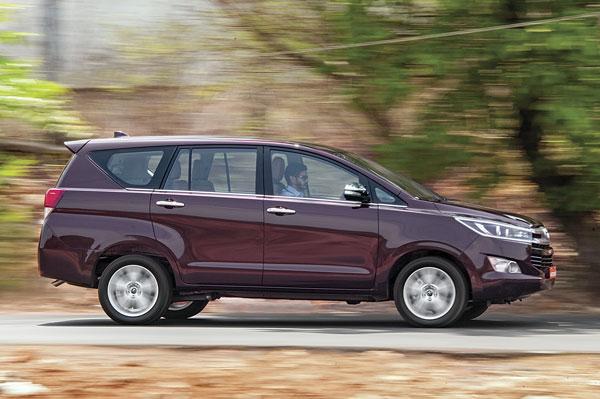 Verna Car Wallpaper Download Toyota Innova Crysta Road Test Review Specifications