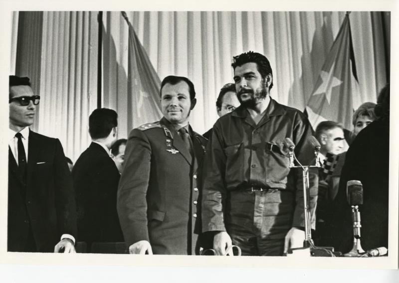 Yuri Gagarin y Che Guevara, 1964.