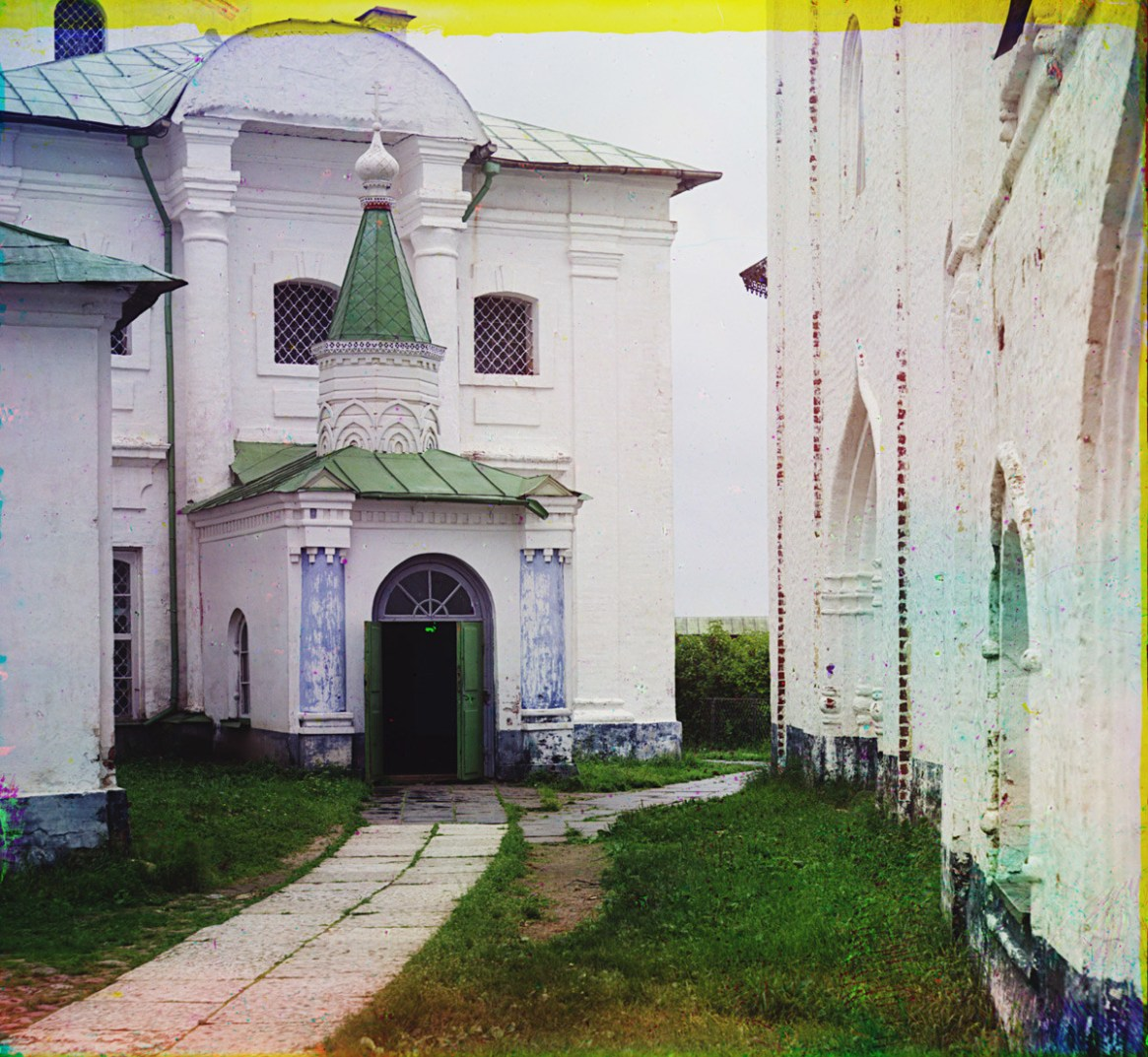 St. Kirill Belozersk Monastery. Church of St. Kirill Belozersk, west facade with main entrance. On right: north wall of Church of Archangel Gabriel. Summer 1909.