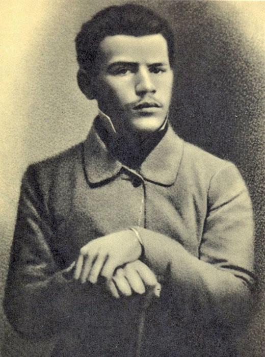Lew Tolstoi Zahlt Zu Den Beruhmtesten Schriftstellern Der Welt In Seinem Werk Ist Er Beides