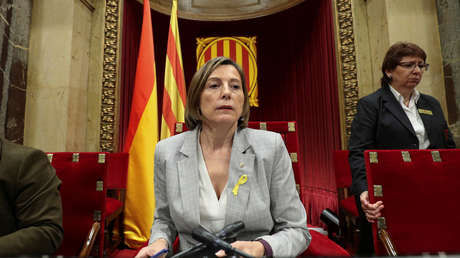 Carmen Forcadell, presidenta del Parlamento regional catalán, preside un debate en Barcelona, España, el 27 de octubre de 2017.