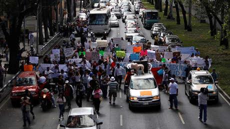 Víctimas del terremoto del 19 de septiembre protestan contra la falta de respuesta del Gobierno de México.