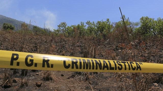 FUERTES IMÁGENES: Encuentran a tres hombres colgados bajo un puente en México (18+)