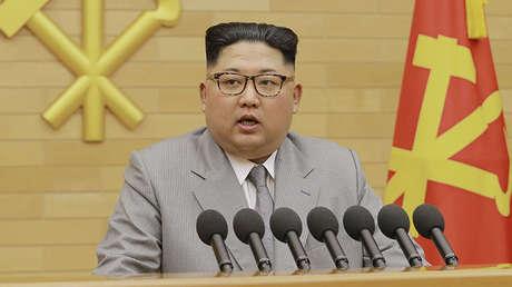 Kim Jong-un ofrece un discurso de Año Nuevo. Imagen difundida por KCNA el 1 de enero de 2018.
