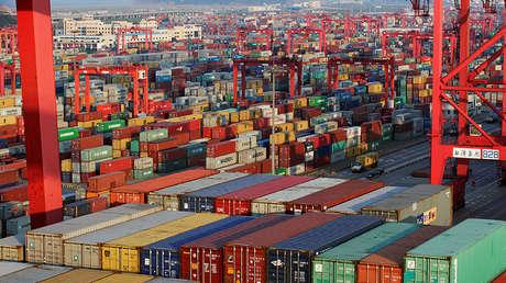 Vista al puerto de aguas profundas de Yangshan, parte de la zona de libre comercio de Shanghái, China, el 24 de septiembre de 2016.