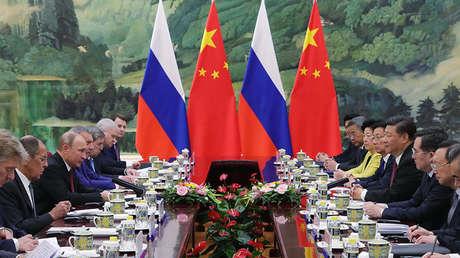 Vladímir Putin y Xi Jinping durante las conversaciones en Pekín, 8 de junio de 2018.