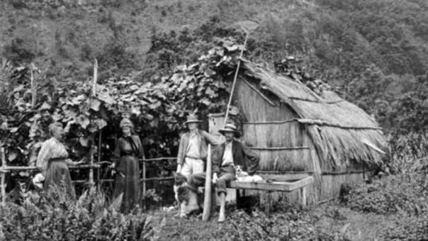 FOTOS: El británico que vivió con su familia en una isla deshabitada y volcánica por más de 30 años