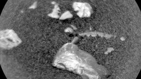 5c024d9ce9180f16158b4567 - El Curiosity ayuda a resolver un misterio de una montaña de Marte con el uso de la gravedad