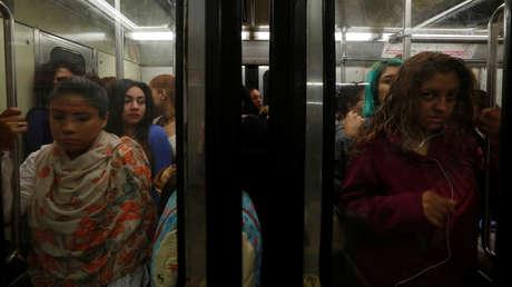 Mujeres en el Metro de Ciudad de México en una imagen de 2017.