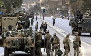 Soldados estadounidenses toman posiciones en una calle de Bagdad (Irak), el 9 de abril de 2003.