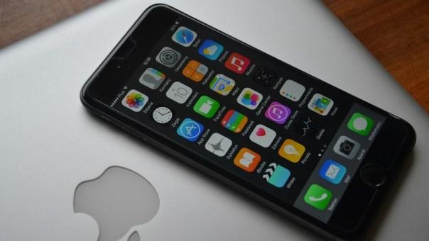 Aseguran que el iPhone recolecta tus datos personales mientras duermes