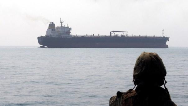 El Parlamento iraní presenta un proyecto de ley para cobrar peaje a los buques que pasan por el estrecho de Ormuz